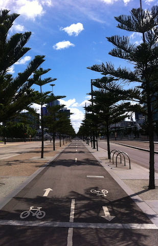 My first walk through the city. Wandering in Melbourne streets